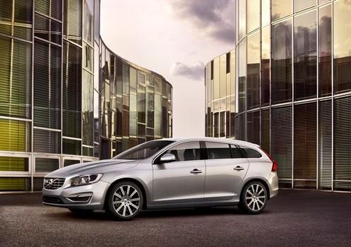 2015.5 Volvo V60 T6 R-Design - HOMBRE Magazine 4