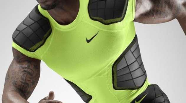 Nike hyperschool for HOMBRE Magazine 18 Su14_AT_NFB_Hyperstrong_4Pad_Top_584396-702_Hero_detail