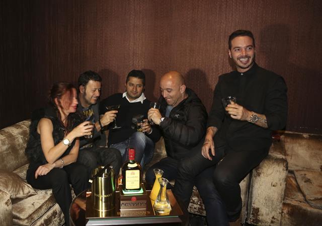 J Balvin celebra sus tres nominaciones de los Latin GRAMMY's en Las Vegas con Buchanans