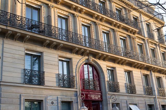 La-Reserve-Paris-Hotel-facadefor HOMBRE Magazine