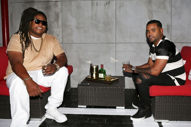 9 Zion y Lennox enjoy a drink of Buchanan's DeLuxe on Tuesday Night at their Exclusive Pop-Up Concert in Miami1